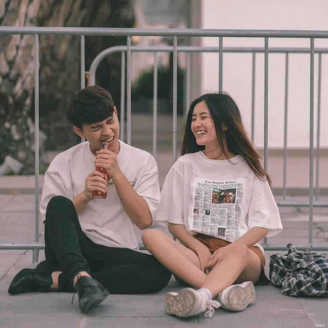 แฟนกันนั่งหัวเราะ