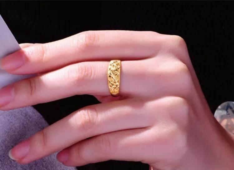 ใส่แหวนทอง